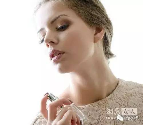 《活色生香》都结局了 还不懂挑款自己的香水?